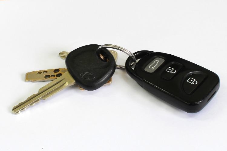 car-key-842107_1920